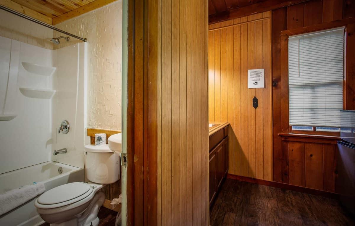 Old Time Studio Cabin #9 - bathroom