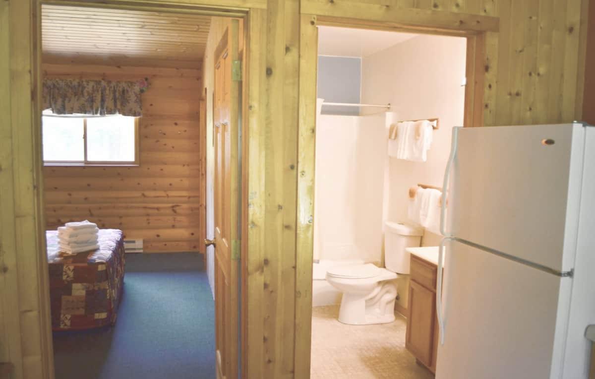 Ranch Style Duplex Cabin - Bathroom
