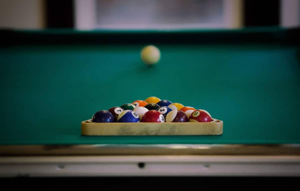 Group Lodge - Pool Table