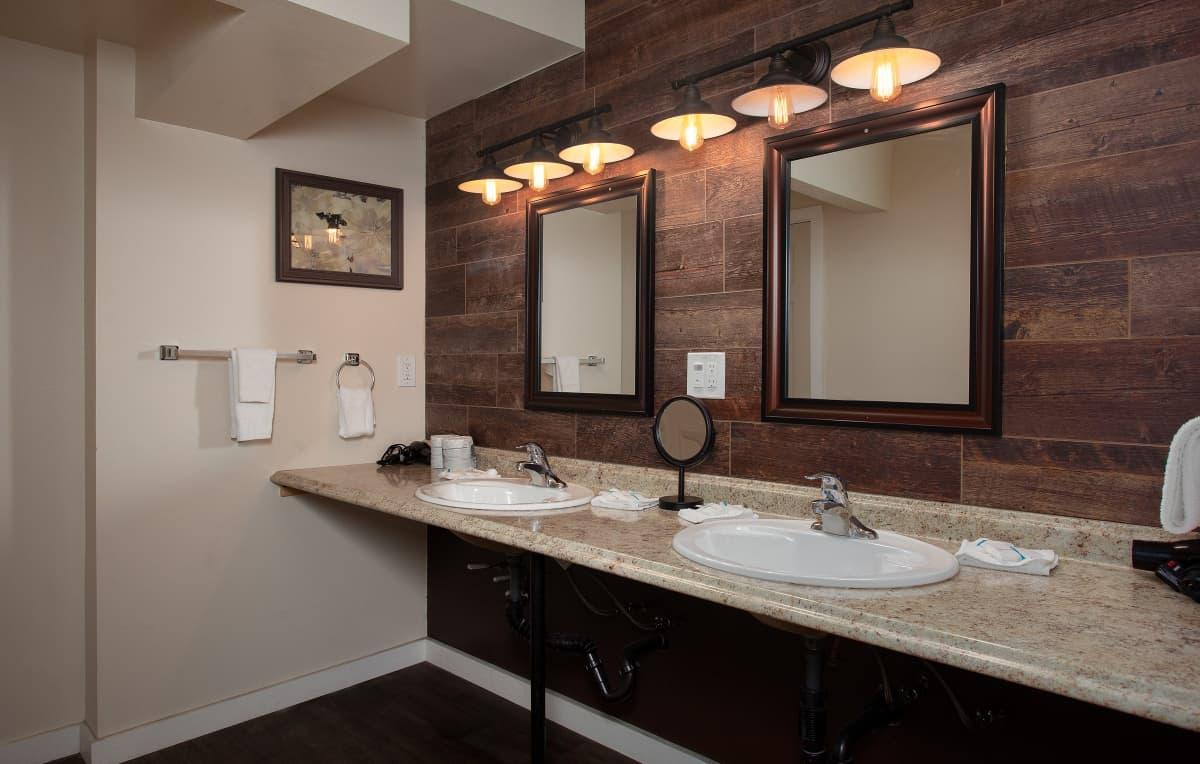 The Treehouse Lodge - bathroom